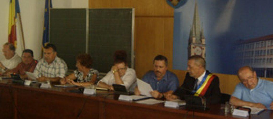 Consilierii din medias au amanat luarea unei decizii privind cresterea taxelor si impozitelor locale pentru 2013